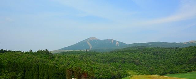 小国町から見た涌蓋山